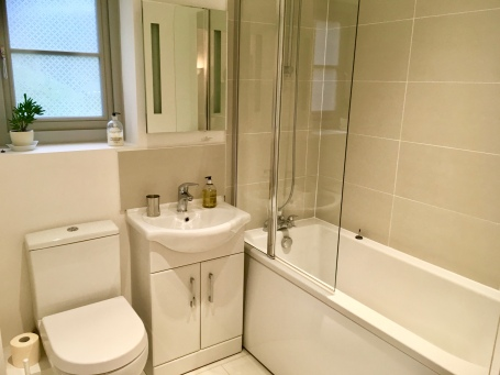 Ensuite Annex bathroom